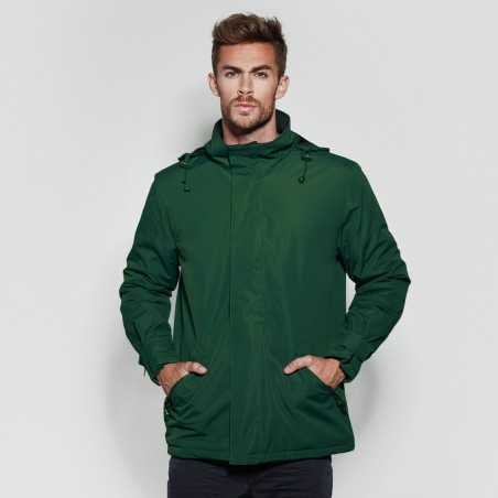 Model photo with the men's green parka to personalize at marcate.net