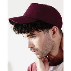 foto de chico con gorra premium granate para personalizar en marcate.net
