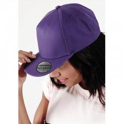 foto de chica con gorra de rapero para personalizar de color morado