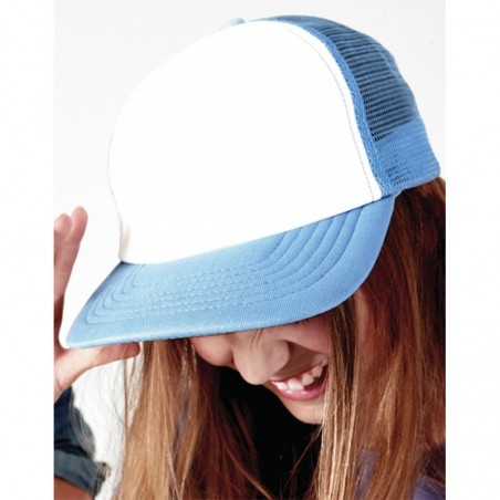 photo of girl with blue trucker cap to customize on marcate.net