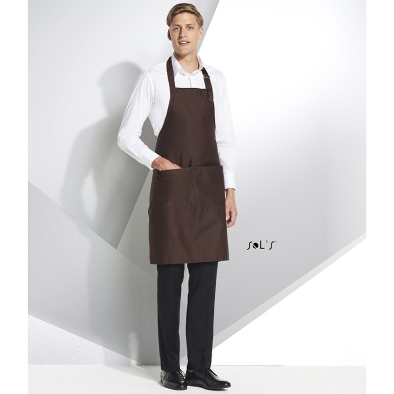 photo of model with brown apron to personalize at marcate.net