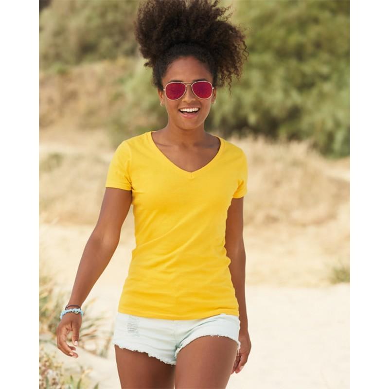 chica con camiseta de cuello de pico en color sunflower para personalizar en marcate.net
