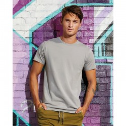 model photo with gray organic cotton t-shirt to personalize at marcate.net