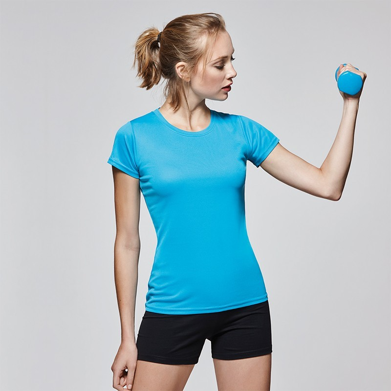 photo of blonde girl doing sports with technical shirt to customize on marcate.net